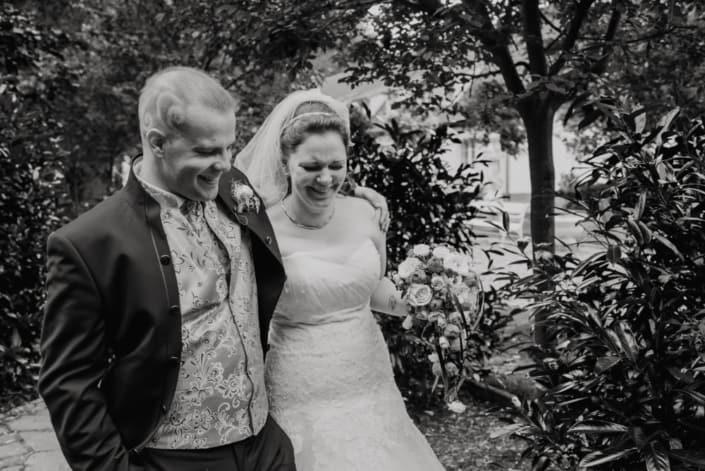 Hochzeitsreportage. Zusammen lachen.