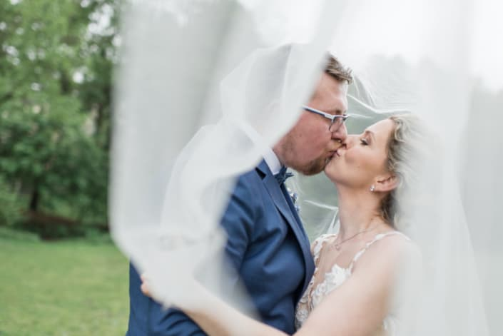 Hochzeitsreportage. Der Kuss unterm Schleier.