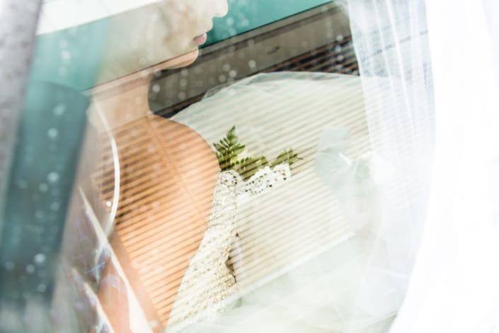 Hochzeitsreportage Braut im Austo