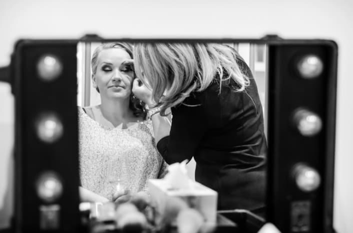 Hochzeitsreportage. Getting ready beim Frisur.