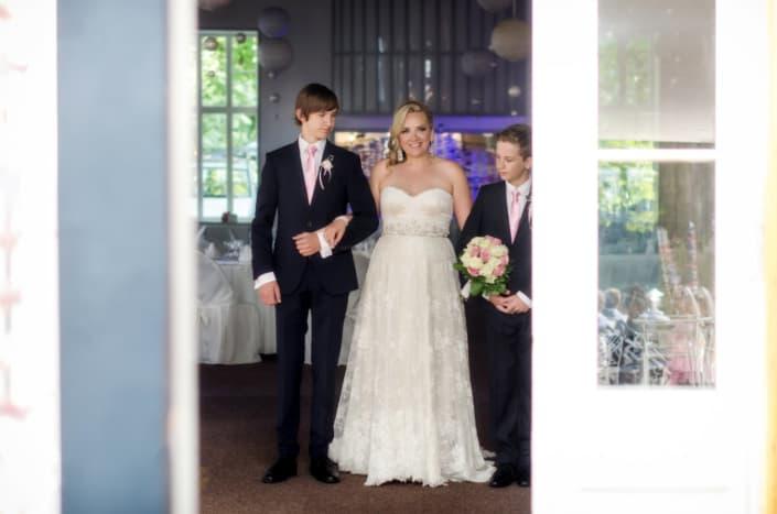 Hochzeitsreportage. Die Braut mit den Söhnen.