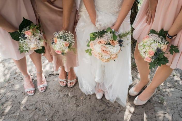 Hochzeitsreportage Blumenstrauß und Brautjungfern
